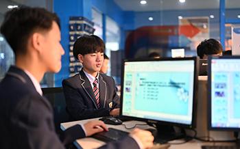 @初中生 选择普通高中还是选择学互联网专业技术?