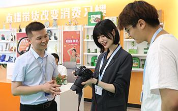 职教担当丨新华互联网科技携手知名演员 开启职业教育新机遇