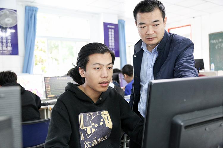 图六、指导老师帮助整理资料.jpg